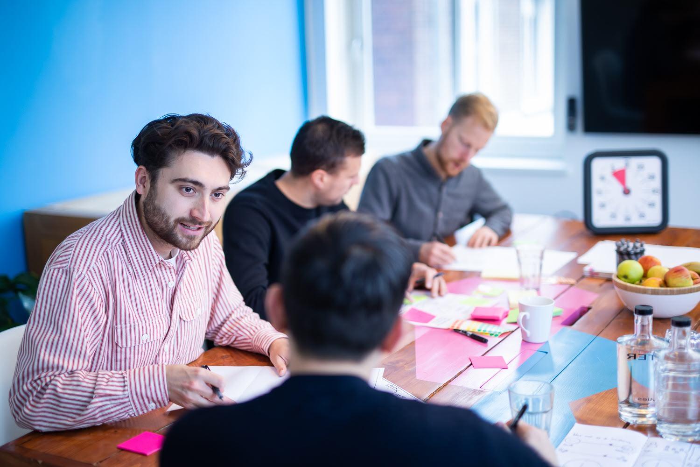 Innovaties uitwerken bij Netvlies op kantoor.